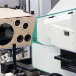Hexapode BREVA devant le banc d'essai optronique OLISE